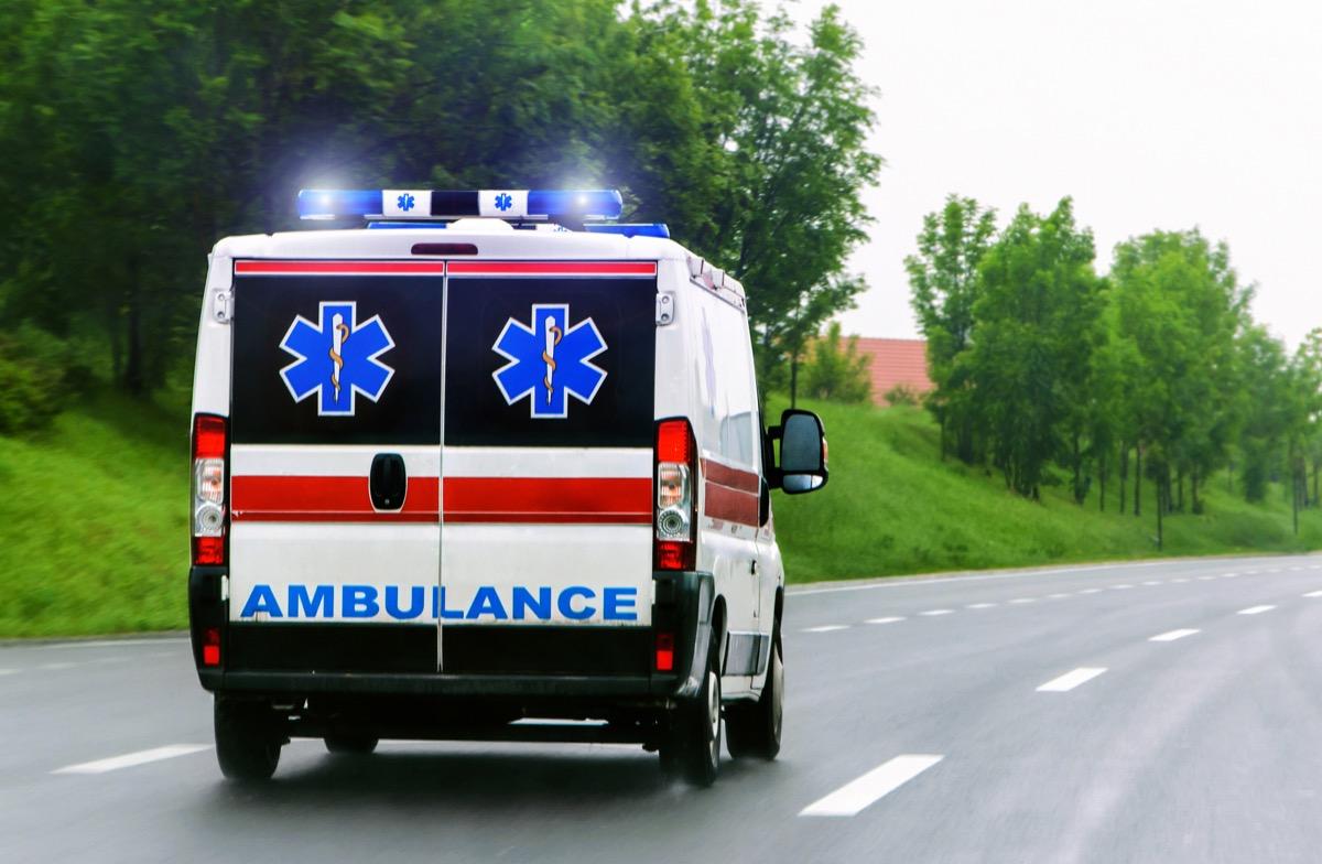 ambulance sur la route