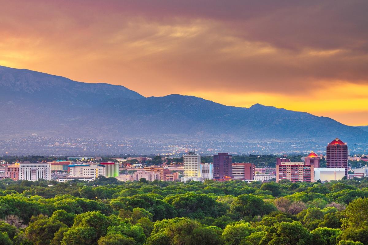 Albuquerque, Nouveau-Mexique, centre-ville urbain au crépuscule.