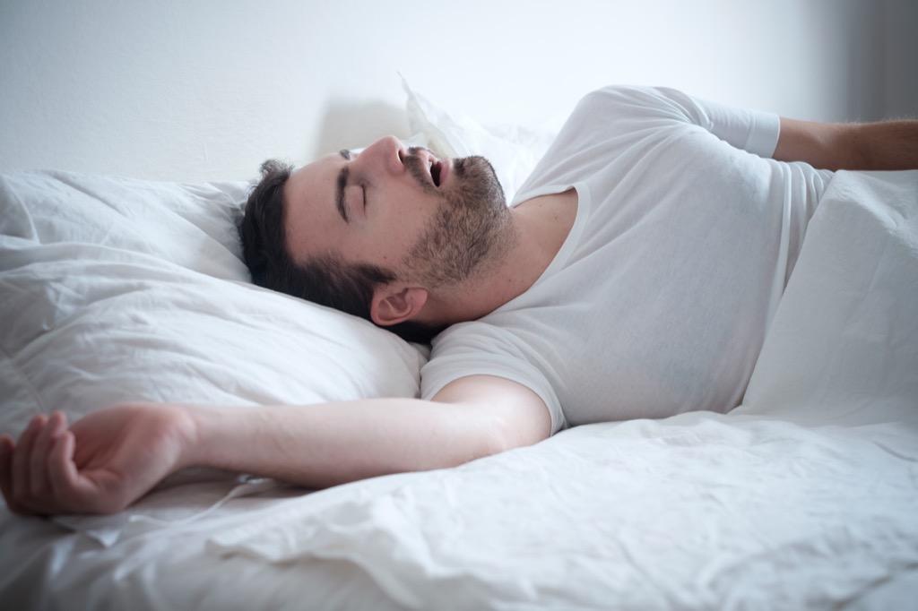 l'homme au lit se trouve sur 40