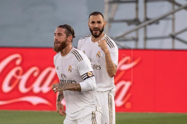 1-0. Benzema adelanta al Madrid al descanso y le acerca el título