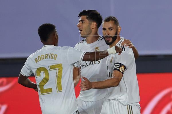 1-0. Benzema, de penalti, da ventaja al Real Madrid al descanso