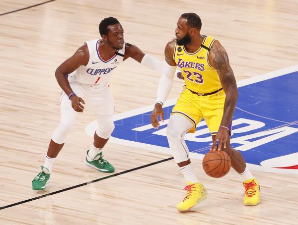 103-101. Davis destaca y LeBron James anota la canasta del triunfo de los Lakers