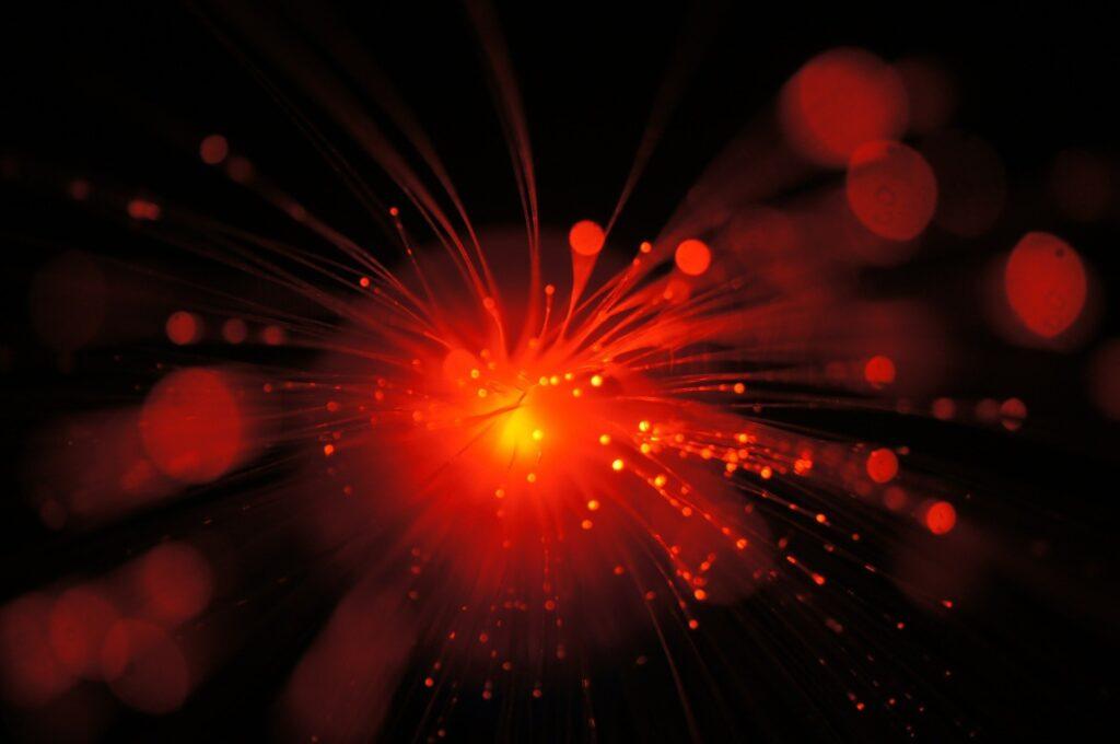 De nouvelles recherches montrent que la largeur de raie spectrale du laser est un phénomène de physique classique