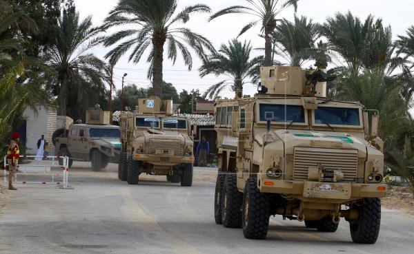 Dos soldados egipcios y 18 extremistas muertos en choques en el Sinaí