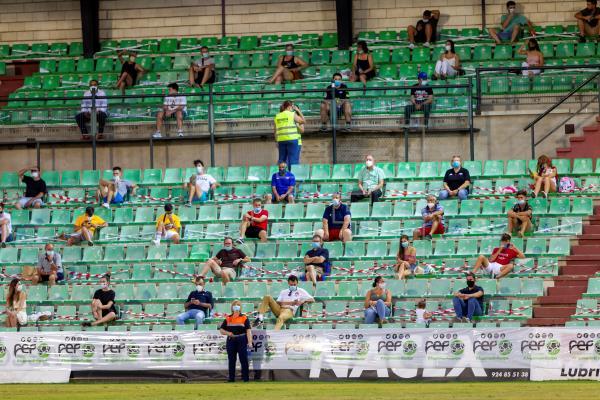 Extremadura celebra el regreso del público al fútbol