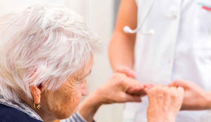 Identifier les 10 facteurs de risque les plus élevés pour prévenir et traiter la maladie d'Alzheimer