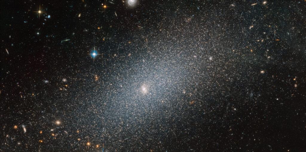Image: Hubble espionne une galaxie étincelante