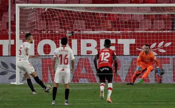 El argentino Ocampos adelanta al Sevilla (1-0) de penalti