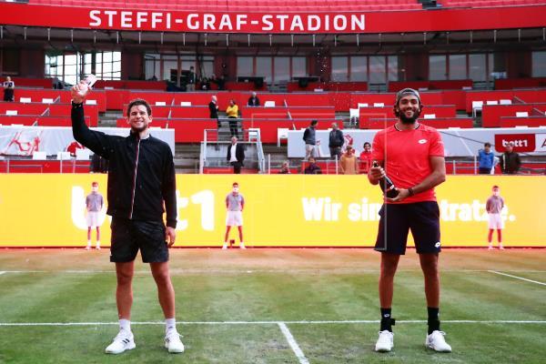 El austríaco Thiem impone su fortaleza mental y se alza con el torneo