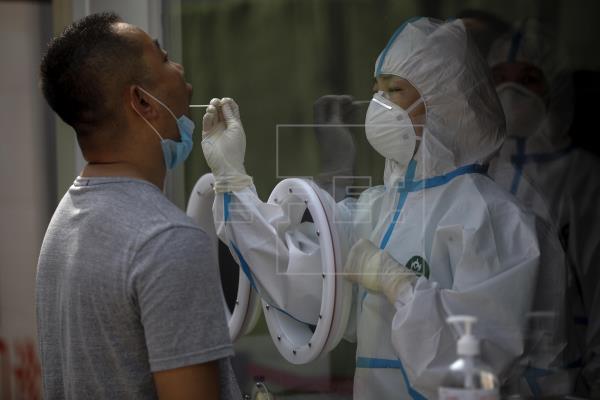 """China registra diez nuevos positivos del virus, nueve de ellos, """"importados"""""""