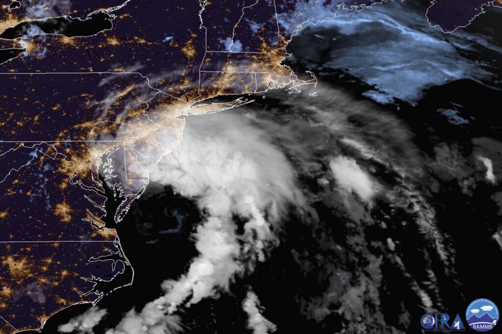 La tempête tropicale Fay ferme les plages en direction du nord