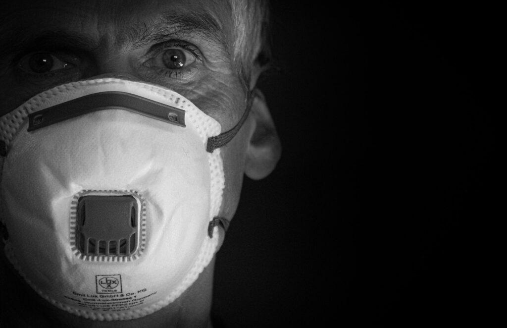 La transmission des coronavirus aéroportés soulève de nouvelles questions et inquiétudes