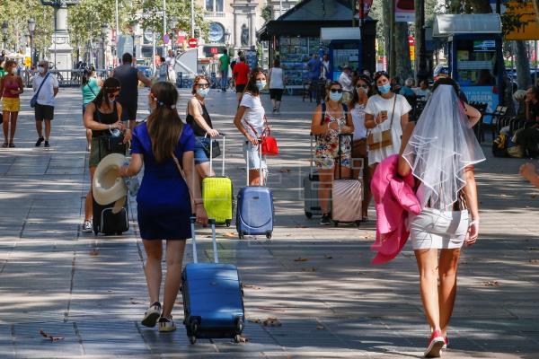 La edad media de los contagiados en Cataluña es de 37,5 años, frente a 60 de marzo