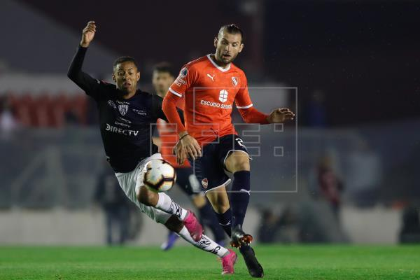 El defensa uruguayo Gastón Silva acusa a Independiente de extorsión