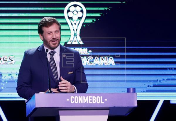 El presidente de la Conmebol felicita a la Asociación Paraguaya por el retorno del fútbol