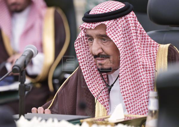El rey Salman abandona el hospital tras permanecer diez días ingresado