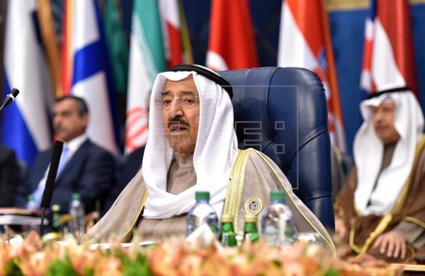 """El emir de Kuwait se somete a una operación """"exitosa"""" en medio de rumores sobre su muerte"""