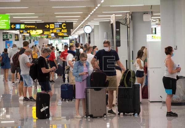 Los aeropuertos baleares operan este domingo 730 vuelos, 96 con Reino Unido