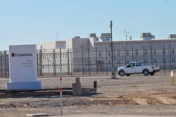 Los casos de coronavirus superan la barrera de los 3.000 en los centros de detención EE.UU.