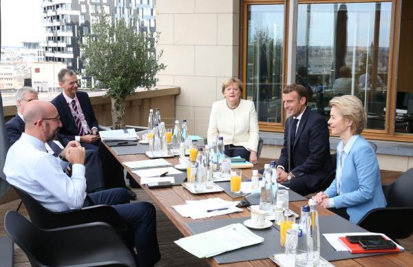 Los líderes de la UE reanudarán la cumbre el lunes tras no lograr acuerdo durante noche