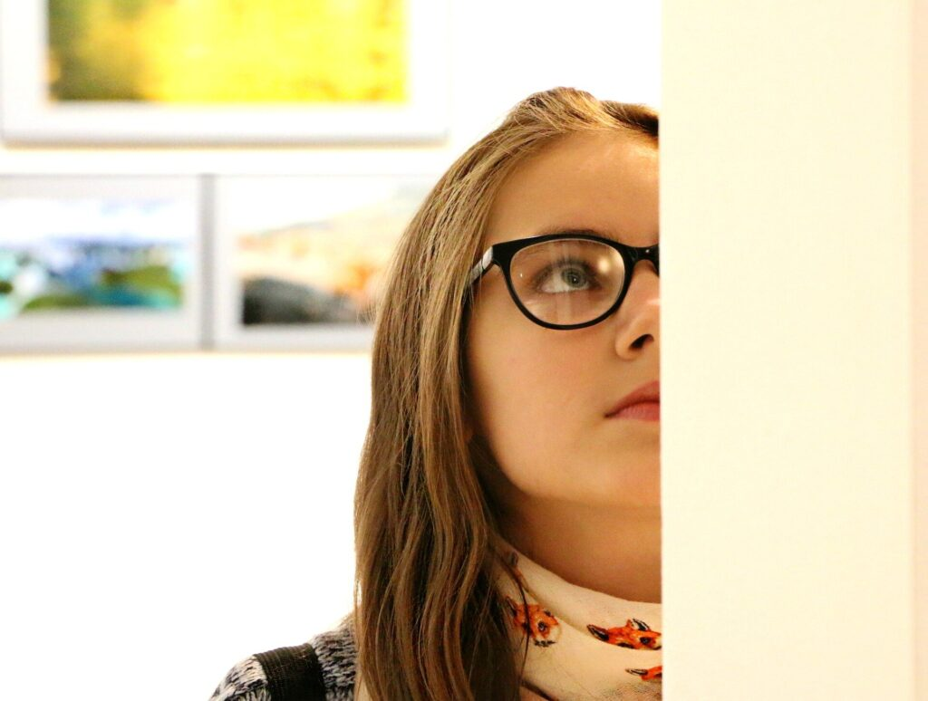 Les éducateurs de musée pour adolescents augmentent l'engagement et l'apprentissage chez les visiteurs