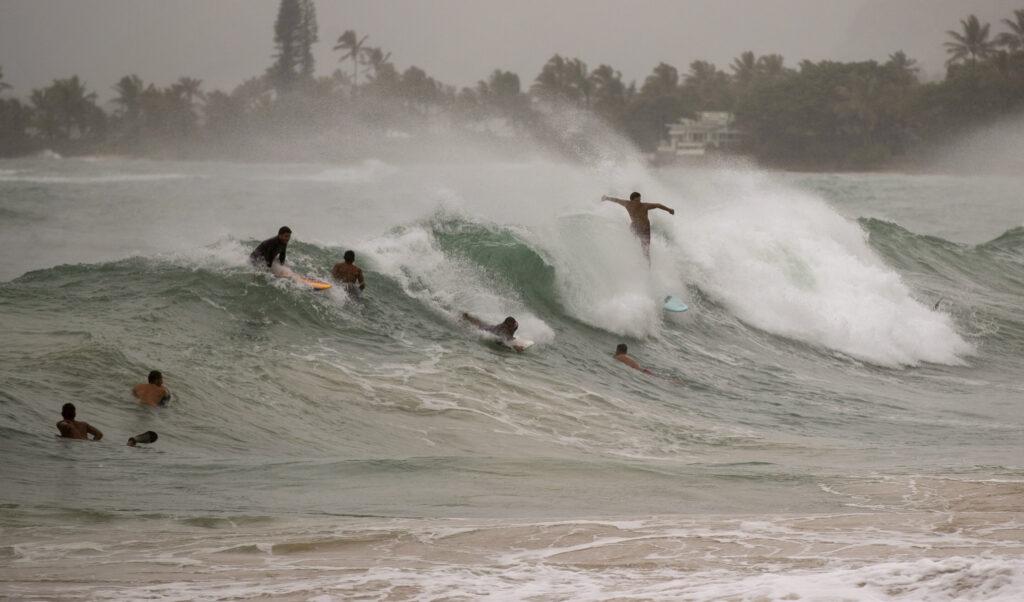 Les îles hawaïennes évitent les coups directs de l'ouragan Douglas