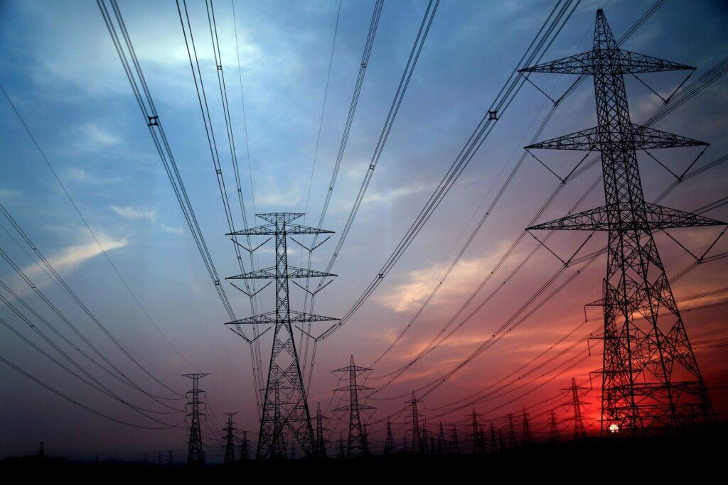 Les réseaux d'énergie propre et les véhicules électriques sont essentiels pour lutter contre le changement climatique et la pollution de l'air