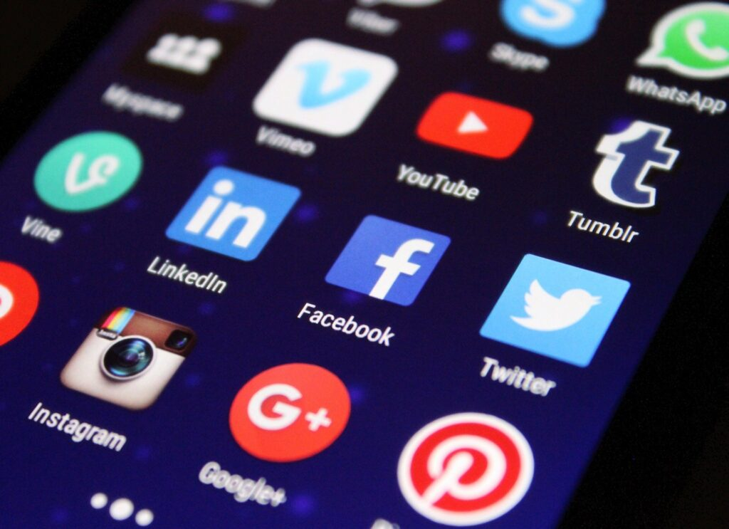 Les visuels des médias sociaux créés par les consommateurs capturent les perceptions des marques des consommateurs