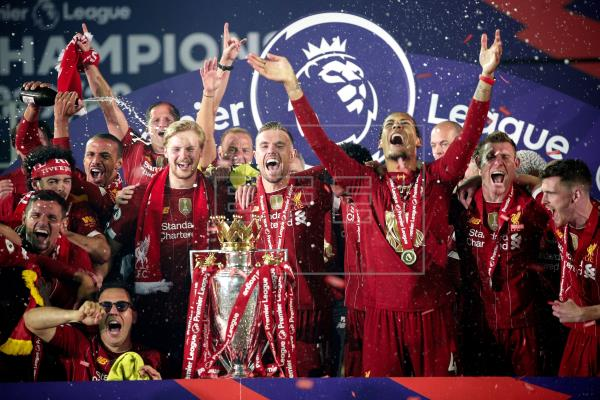 El Liverpool levanta en Anfield su primera liga inglesa en treinta años