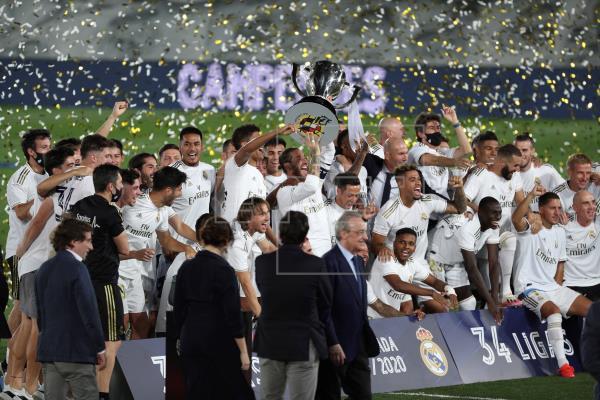 Ramos alza al cielo de Madrid el primer título a puerta cerrada