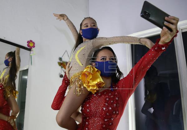 Delirio, récord Guinness por mayor cifra de personas bailando salsa en línea