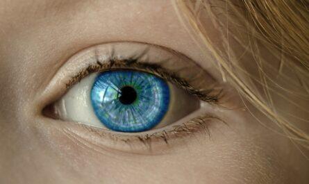Tous les appels Zoom et le temps d'écran sont mauvais pour vos yeux.  Voici des moyens de protéger votre vue