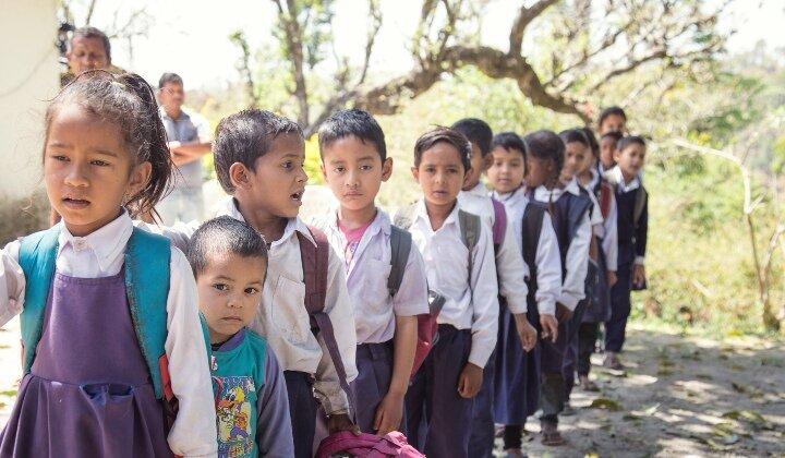 Une nouvelle étude révèle que les disparités liées au sexe et à la richesse affectent les performances scolaires des enfants en Inde