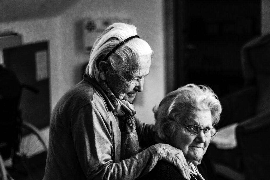 Une nouvelle étude révèle que les personnes âgées sont les mieux adaptées à la pandémie