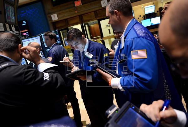 Wall Street cierra en rojo y el Dow baja un 0,77 % por duda de nuevo estímulo